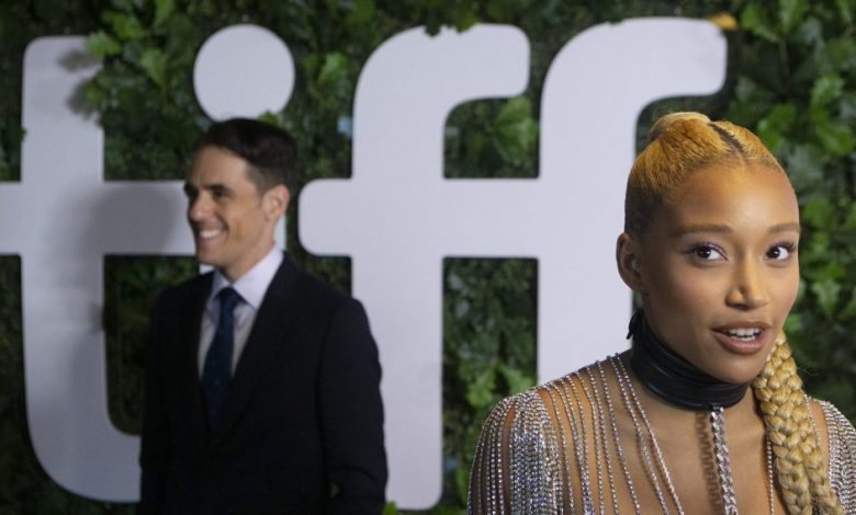 Photo of TIFF Opening Night: Long Border Lines, But Less Fest Crowds Make For Moving 'Dear Evan Hansen' World Premiere