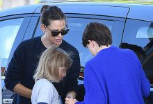 Photo of Jennifer Garner Teaches Her Kids How To Pump Gas While Ben Affleck & J.Lo PDA In Venice