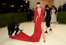 """Photo of Maskless Met Gala Scene, With Face-Covered Servers Waiting On """"Liberal Swells"""", Mocked As Double Standard By Bill Maher: """"Do The Germs Know Who The Good People Are?!"""""""