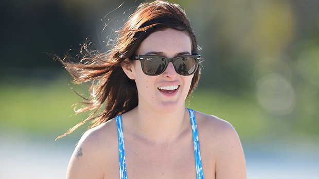 Photo of Rumer Willis Strips Down & Goes Makeup-Free In The Pool For Gorgeous Photos